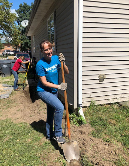 Contact Center volunteers with Habitat for Humanity